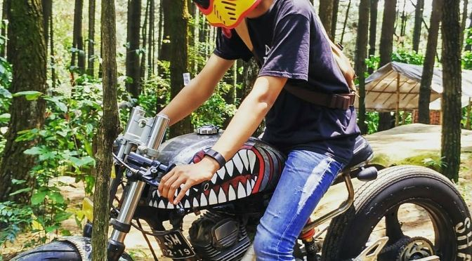 By @rizkidnt -  shark in the forest .  #caferacer #caferacers #caferacersofinstagram #caferacersculture #caferacerbuilds #vintage #vintagestyle #vintagefashion #motocycle #moto #motos #motorcycles #oldstyle #oldschool #bratstyle #motorbike #motor #helmet