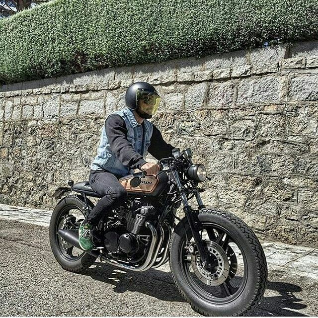 By @nomadecycles - Rock the party!! . #caferacer #caferacers #caferacerstyle #caferacersculture #caferacerbuilds #vintage #vintagestyle #vintagefashion #motocycle #moto #motos #motorcycles #oldstyle #oldschool #bratstyle #motorbike #motor #helmet