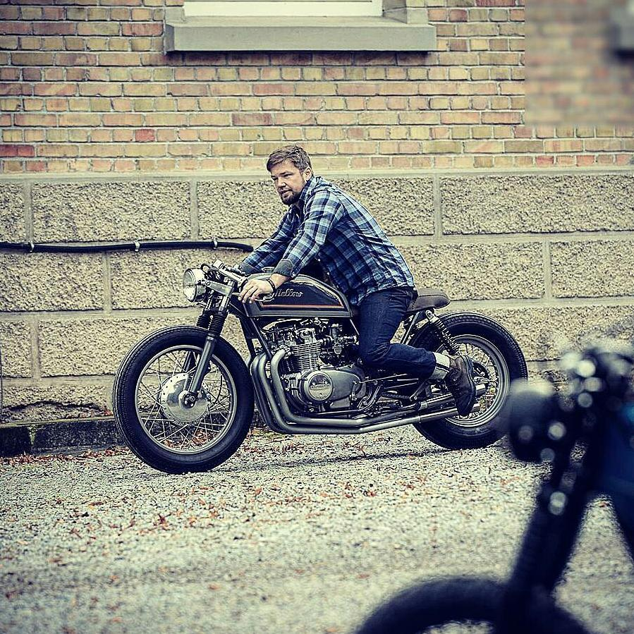 By @mellowmotorcycles -  Mellow is a state of mind 🌴 photo credit by Christian Heim . #caferacer #caferacers #caferacerstyle #caferacersculture #caferacerbuilds #vintage #vintagestyle #vintagefashion #motocycle #moto #motos #motorcycles #oldstyle #oldschool #bratstyle #motorbike #motor #helmet