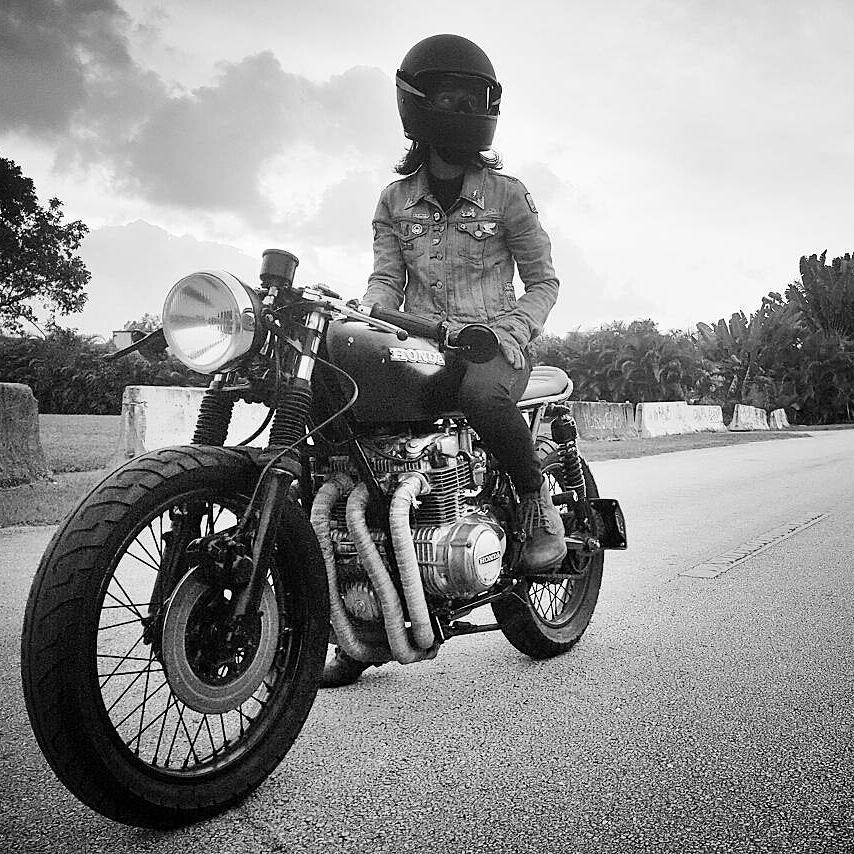 By @katieabdilla -  Today's heat feels like that time I was in Florida, and I love it!! 🔥 🏍 Bike owner: @bjgolnick . #cb550 #cb550f #caferacer #caferacers #caferacerstyle #caferacersculture #caferacerbuilds #vintage #vintagestyle #vintagefashion #motocycle #moto #motos #motorcycles #oldstyle #oldschool #bratstyle #motorbike #motor #helmet