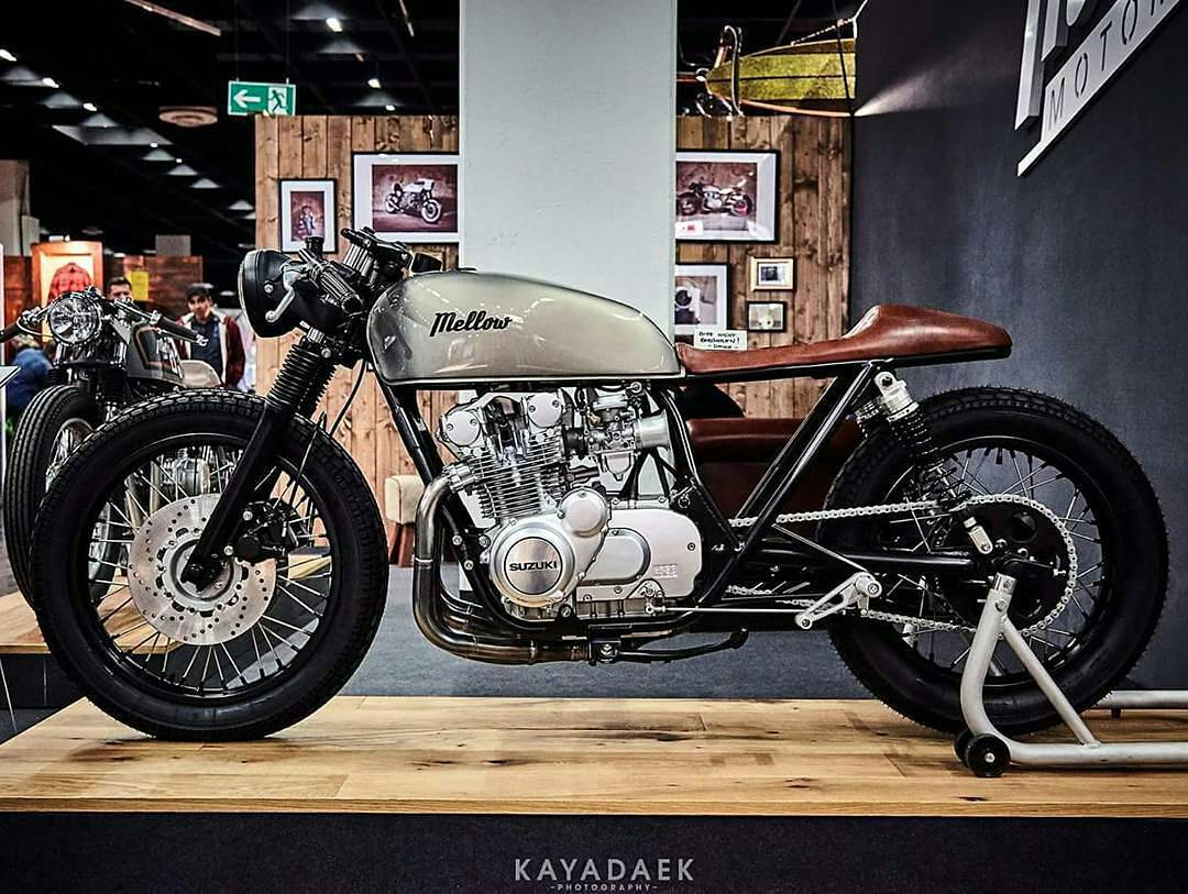 We start the weekend with this incredible #caferacer by @mellowmotorcycles  from #germany ⛾⚀⚂ Photo credit by #kayadaek_photography . #caferacer #caferacers #caferacerstyle #caferacersculture #caferacerbuilds #vintage #vintagestyle #vintagefashion #motocycle #moto #motos #motorcycles #oldstyle #oldschool #bratstyle #motorbike #motor #helmet