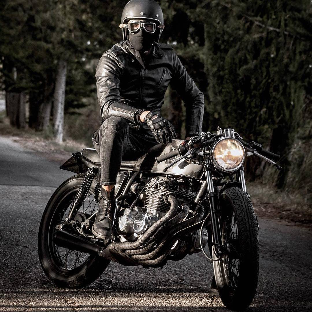 By @mat_giova with Photo: @nikitacasucci  ________________________________________________________ @biltwell