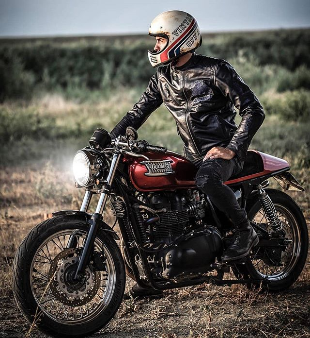By @mat_giova on a Triumph Bonneville 📸: @elisamadeopittphotography  Bike🏍 : @michele_guerri